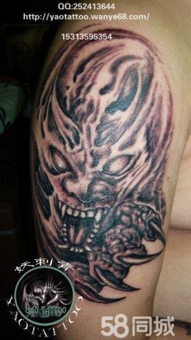 大臂恶魔纹身