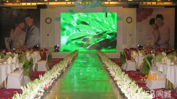 承接婚禮場地布置:led大屏桁架噴繪舞臺背景